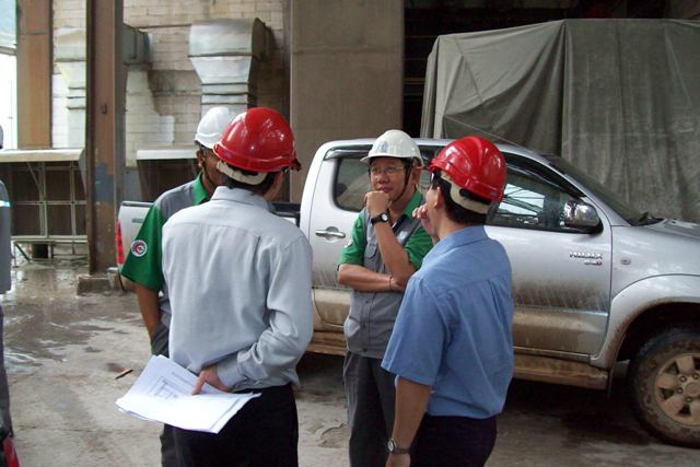 site management, workers, meeting